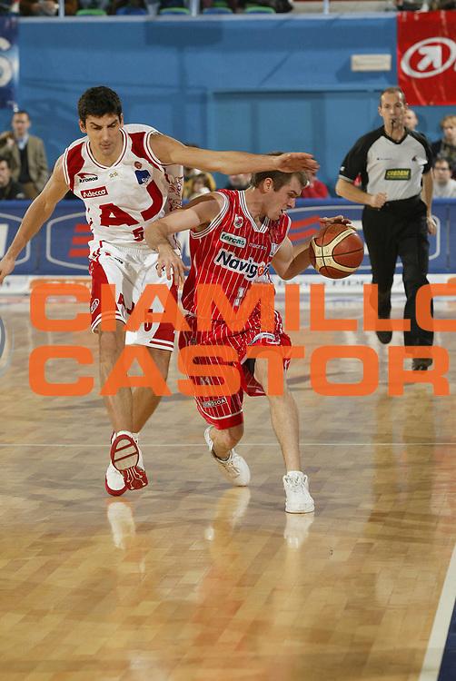 DESCRIZIONE : Milano Lega A1 2005-06 Armani Jeans Olimpia Milano Navigo.it Teramo<br /> GIOCATORE : Crispin<br /> SQUADRA : Navigo.it Teramo<br /> EVENTO : Campionato Lega A1 2005-2006<br /> GARA : Armani Jeans Olimpia Milano Navigo.it Teramo<br /> DATA : 13/11/2005 <br /> CATEGORIA : Palleggio<br /> SPORT : Pallacanestro <br /> AUTORE : Agenzia Ciamillo-Castoria/G.Cottini<br /> Galleria : Lega Basket A1 2005-2006<br /> Fotonotizia : Milano Campionato Italiano Lega A1&nbsp;2005-2006 Armani Jeans Olimpia Milano Navigo.it Teramo<br /> Predefinita :