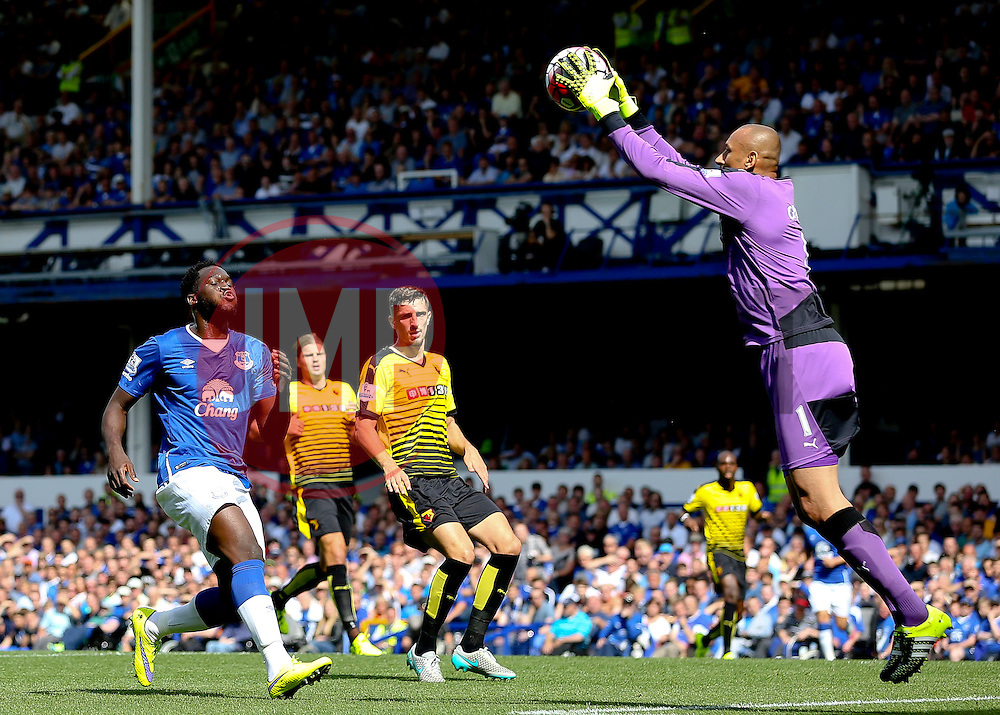 Watford's Heurelho Gomes catches the ball ahead of Everton's Romelu Lukaku - Mandatory byline: Matt McNulty/JMP - 07966386802 - 08/08/2015 - FOOTBALL - Goodison Park -Liverpool,England - Everton v Watford - Barclays Premier League
