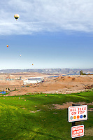 Balloon Regatta over the desert and golf course near Page Arizona. In the back is visible Lake Powell and Glen Canyon Dam=..Photo by: Ronald de Hommel / Johannes Abeling
