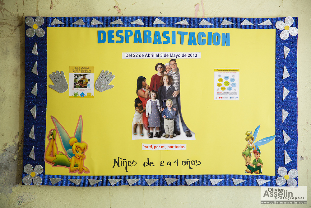 Poster promoting deworming at the health center in the town of San Esteban, Honduras on Wednesday April 24, 2013.