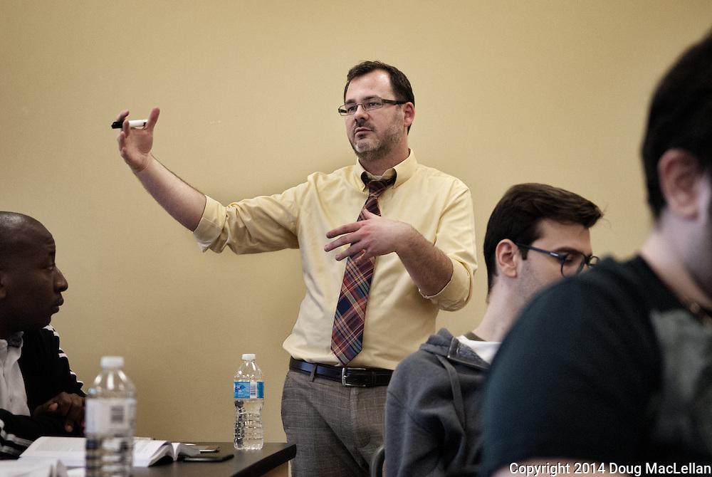Jamey Essex teaching a University of Windsor Depatment of Political Science class.