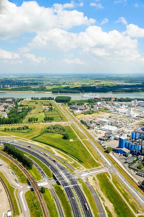 Nederland, Zuid-Holland, Rotterdam, 10-06-2015; Rozenburg, Blankenburgtrace met Botlekweg gezien naar Maassluis. De groenstrook tussen Rozenburg en het havengebied is gereserveerd voor een mogelijke tunnelverbinding tussen A15 (onder in beeld) en de A20, de Blankenburgverbinding.<br /> The open space between the buildings and the industry is reserved for a future tunnel entrance.<br /> luchtfoto (toeslag op standard tarieven);<br /> aerial photo (additional fee required);<br /> copyright foto/photo Siebe Swart