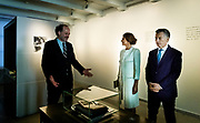 Koningin Maxima vergezelt de Argentijnse president Mauricio Macri en zijn vrouw Juliana Awada bij hun bezoek aan het Anne Frank Huis. <br /> <br /> Queen Maxima accompanies the Argentine president Mauricio Macri and his wife Juliana Awada when they visit the Anne Frank House.