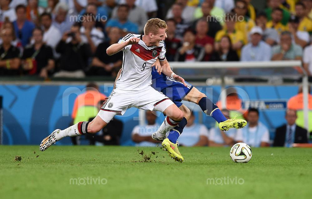FUSSBALL WM 2014                FINALE Deutschland - Argentinien     13.07.2014 Andre Schuerrle (li, Deutschland) gegen Javier Mascherano (re, Argentinien)