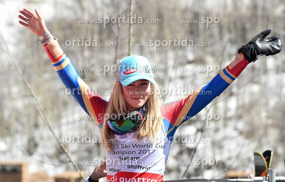 18.03.2017, Aspen, USA, FIS Weltcup Ski Alpin, Finale 2017, Slalom, Damen, im Bild Mikaela Shiffrin (USA, 2. Platz und Slalom-Weltcupsiegerin)z) // second placed and Slalom World Cup winner Mikaela Shiffrin of the USA during the ladies's Slalom of 2017 FIS ski alpine world cup finals. Aspen, United Staates on 2017/03/18. EXPA Pictures © 2017, PhotoCredit: EXPA/ Erich Spiess