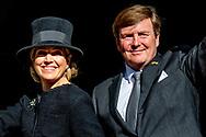 AMSTERDAM - Koning Willem-Alexander en koningin Maxima komen aan bij het paleis op de dam ,  bij het Nationale Monument op de Dam tijdens de nationale dodenherdenking. ANP ROYAL PLUS ROBIN UTRECHT