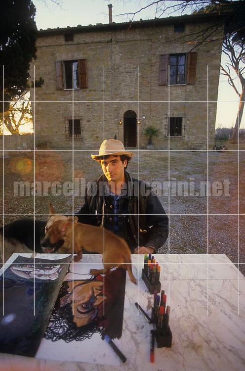 Montepulciano (Siena), 1986. Italian cartoonist Andrea Pazienza in front of his house / Montepulciano (Siena), 1986. Il fumettista Andrea Pazienza davanti alla sua casa - © Marcello Mencarini