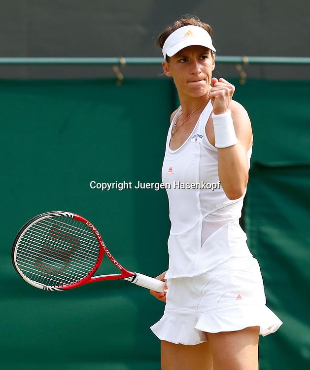 Wimbledon Championships 2013, AELTC,London,<br /> ITF Grand Slam Tennis Tournament,<br /> Andrea Petkovic (GER) macht die Faust und jubelt,Jubel,Emotion,Einzelbild,<br /> Halbkoerper,Hochformat,