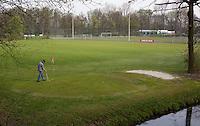 AMSTERDAM - Openbare Golfbaan Sloten . Golfbaan Sloten is gelegen op het sportpark Sloten aan de zuidwestrand van Amsterdam.<br /> De golfbaan is een  9-holes baan tussen, op en langs de sportvelden.  COPYRIGHT KOEN SUYK