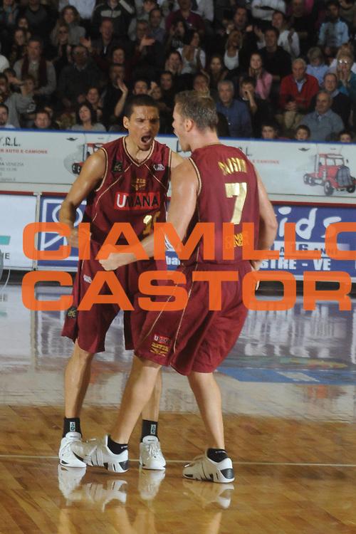 DESCRIZIONE : Venezia Lega A2 2008-09 Umana Reyer Venezia Roseto 1946 <br /> GIOCATORE :  Nathan Green<br /> SQUADRA : Umana Reyer Venezia<br /> EVENTO : Campionato Lega A2 2008-2009 <br /> GARA : Umana Reyer Venezia Roseto 1946<br /> DATA : 30/11/2008<br /> CATEGORIA : Esultanza<br /> SPORT : Pallacanestro <br /> AUTORE : Agenzia Ciamillo-Castoria/M.Gregolin