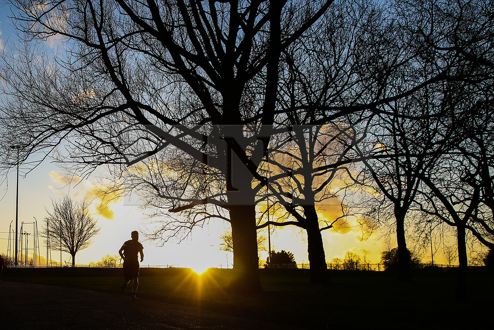 © Licensed to London News Pictures. 15/01/2020. London, UK. A jogger jogs in Finsbury Park during golden sunset. Photo credit: Dinendra Haria/LNP