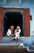 Men chatting, Udaipur, Rajasthan