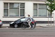 Een vrouw fietst door Rotterdam.<br /> <br /> A woman is cycling in Rotterdam.