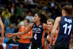 01-10-2014 ITA: World Championship Volleyball Servie - Nederland, Verona<br /> Nederland verliest met 3-0 van Servie en is kansloos voor plaatsing final 6 / Celeste Plak, Manon Flier