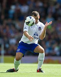 BIRMINGHAM, ENGLAND - Saturday, August 25, 2012: Everton's Darron Gibson in action against Aston Villa during the Premiership match at Villa Park. (Pic by David Rawcliffe/Propaganda)