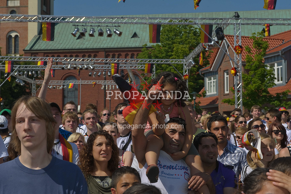 27.06.2010, Ritzheimer Platz, Lohne , GER, FIFA WM 2010, Germany (GER ) vs England (GB)., im  Bild  Fan Meile Lohne  EXPA Pictures © 2010, PhotoCredit: EXPA/ nph/  Kokenge