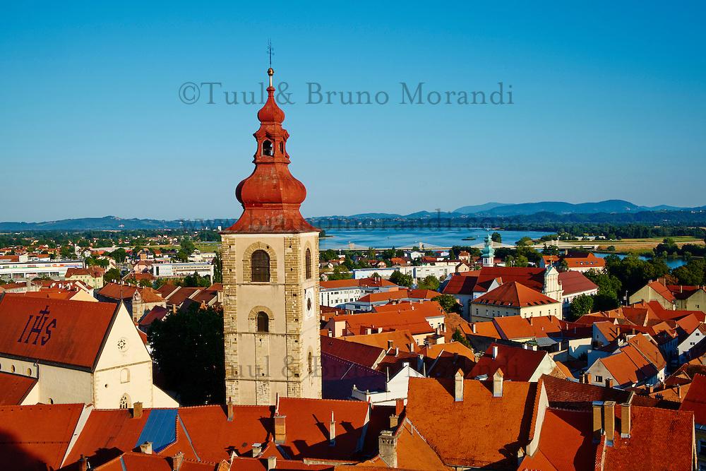 Slovenie, region de Basse-Styrie, Ptuj, ville sur les rives de la Drava (Drave), la Tour de la Ville // Slovenia, Lower Styria Region, Ptuj, town on the Drava River banks, the City Tower