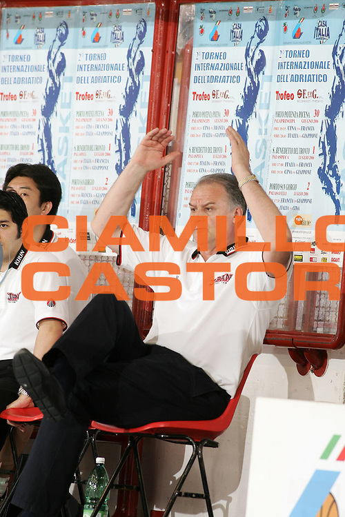 DESCRIZIONE : Porto San Giorgio Torneo Internazionale dell'Adriatico Giappone-Francia Japan-France<br /> GIOCATORE : Pavlicevic<br /> SQUADRA : Giappone Japan<br /> EVENTO :  Porto San Giorgio Torneo Internazionale dell'Adriatico Giappone-Francia<br /> GARA : Giappone Francia Japan France<br /> DATA : 02/07/2006 <br /> CATEGORIA : Delusione<br /> SPORT : Pallacanestro <br /> AUTORE : Agenzia Ciamillo-Castoria/E.Castoria