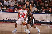 DESCRIZIONE : Teramo Lega A1 2006-07 Siviglia Wear Teramo Climamio Fortitudo Bologna <br /> GIOCATORE : Woodward <br /> SQUADRA : Siviglia Wear Teramo <br /> EVENTO : Campionato Lega A1 2006-2007 <br /> GARA : Siviglia Wear Teramo Climamio Fortitudo Bologna <br /> DATA : 22/04/2007 <br /> CATEGORIA : Palleggio <br /> SPORT : Pallacanestro <br /> AUTORE : Agenzia Ciamillo-Castoria/G.Ciamillo
