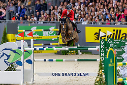 SCHWIZER Pius (SUI), Cortney Cox<br /> Genf - CHI Geneve Rolex Grand Slam 2019<br /> Rolex Grand Prix<br /> Internationale Springprüfung mit Stechen<br /> International Jumping Competition 1m60<br /> Grand Prix Against the Clock with Jump-Off<br /> 15. Dezember 2019<br /> © www.sportfotos-lafrentz.de/Stefan Lafrentz