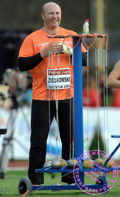 SZYMON ZIOLKOWSKI (POLAND) COMPETES IN HAMMER THROW MEN COMPETITION DURING PEDRO'S CUP ATHLETICS MEETING IN SZCZECIN...SZCZECIN , POLAND , SEPTEMBER 15, 2009..( PHOTO BY ADAM NURKIEWICZ / MEDIASPORT )..PICTURE ALSO AVAIBLE IN RAW OR TIFF FORMAT ON SPECIAL REQUEST.