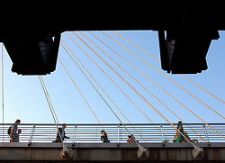 UK ENGLAND LONDON 28JUL08 - Hungerford Bridge connecting central London with the South Bank...jre/Photo by Jiri Rezac..© Jiri Rezac 2008..Contact: +44 (0) 7050 110 417.Mobile:  +44 (0) 7801 337 683.Office:  +44 (0) 20 8968 9635..Email:   jiri@jirirezac.com.Web:    www.jirirezac.com..All images © Jiri Rezac 2008. All rights reserved.