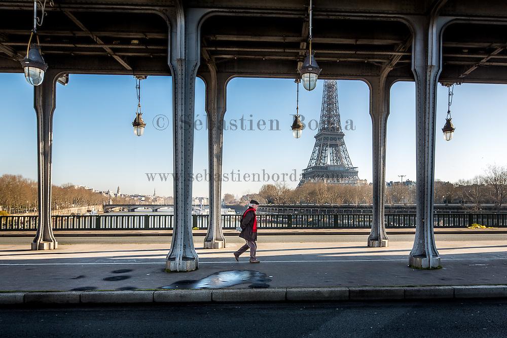 Vue sur la tour Eiffel depuis le pont de Bir-hakeim // View of Eiffel Tower from Bir-hakeim bridge
