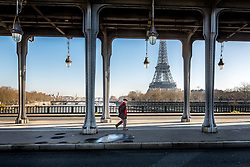 Vue sur la tour Eiffel depuis le pont de Bir-hakeim // View of Eiffel Tower from Bir-hakeim bridge