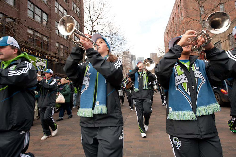 M.L.S. SOCCER - SEATTLE SOUNDERS F.C. VS. NEW YORK RED BULLS - MARCH TO THE MATCH AT QWEST FIELD - 03192009 --