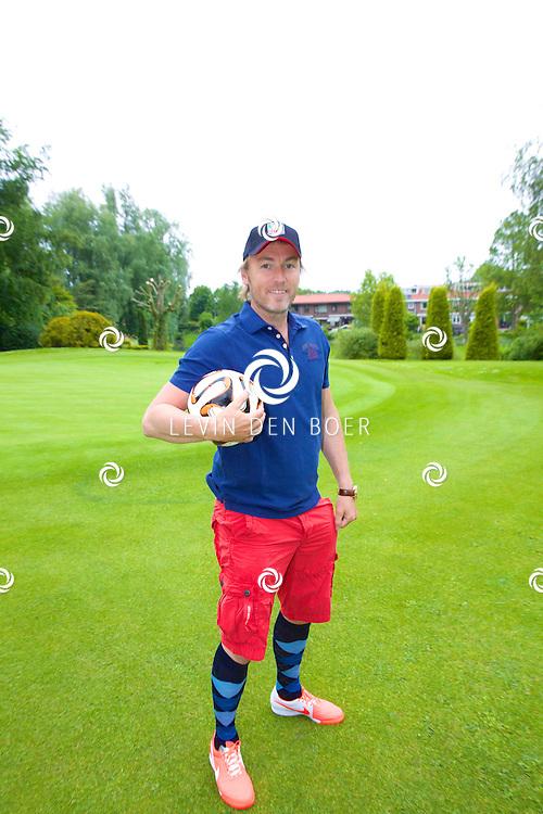 ROTTERDAM - Op de Golfcenter Seve is de aftrap voor het jaarlijkse Life After Football Footgolf 2014 gehouden. Met hier op de foto   Richard Witschge. FOTO LEVIN DEN BOER - PERSFOTO.NU