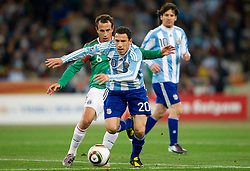 Ricardo Osorio (6) of Mexico vs Maxi Rodriguez of Argentina during the 2010 FIFA World Cup South Africa Round of Sixteen match between Argentina and Mexico at Soccer City Stadium on June 27, 2010 in Johannesburg, South Africa. (Photo by Vid Ponikvar / Sportida)