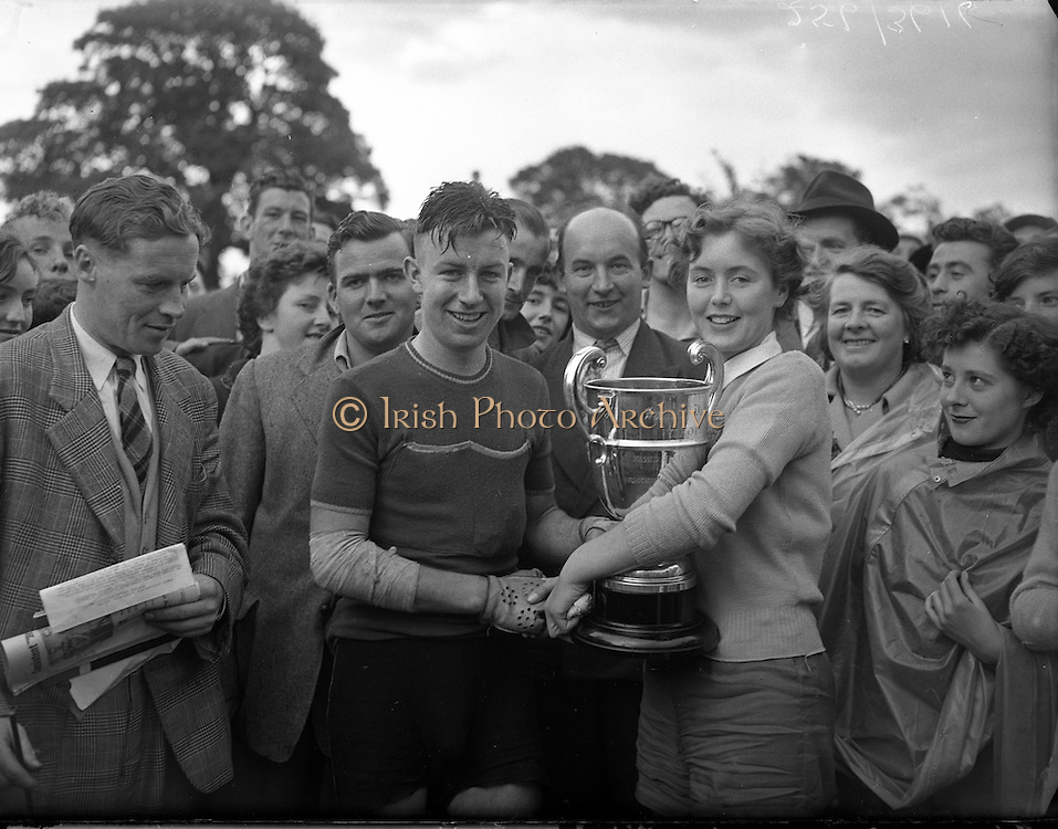Cycle Race - 126 Mile Championship of Ireland at Dundalk.Shea Elliott wins.26/07/1953
