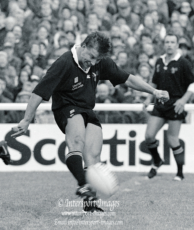 Twickenham, GREAT BRITAIN,      Rob ANDREWS kicking from midfield during the premiership match, Harlequins vs London Wasps, played at The Stoop Memorial Ground. 10.1994..[Mandatory Credit; Peter Spurrier/Intersport-images]