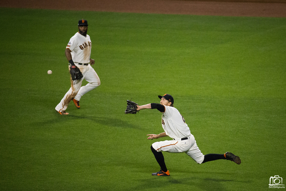 San Francisco Giants right fielder Hunter Pence (8) makes a sliding catch during Game 4 of the NLDS against the Chicago Cubs at AT&T Park in San Francisco, Calif., on October 11, 2016. (Stan Olszewski/Special to S.F. Examiner)