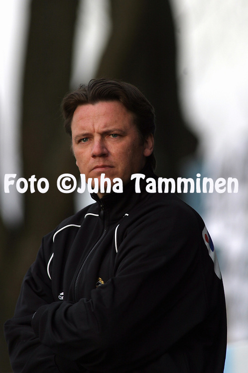 15.05.2003, Veritas Stadion, Turku, Finland..Veikkausliiga 2003 / Finnish League 2003.FC Inter Turku v TPS Turku.Valmentaja / Coach Mika Laurikainen - TPS.©Juha Tamminen