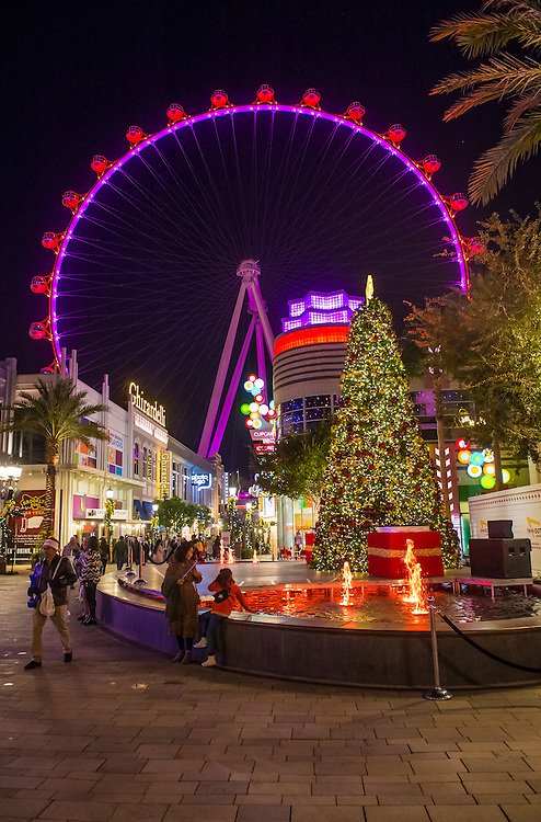 LAS VEGAS - NOV 24 : The Linq, a dining and shopping district and High Roller at the center of the Las Vegas Strip on November 24 2016 , The High Roller is the world's largest observation wheel