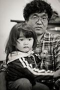 Sonen Mashiro Segawa och pappa Yoshinobu. <br /> <br /> Hinan Mama Net, är en stödgrupp för mammor som har evakuerat från Fukushima prefekturen till Tokyo. Gruppen startades av Rika Mashiko.