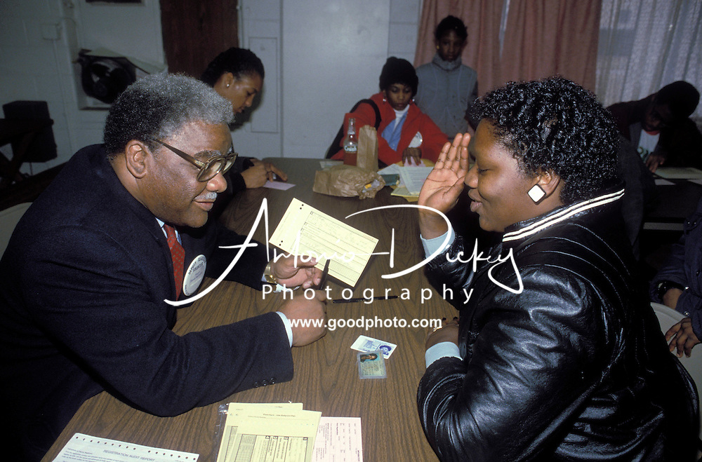 Mayor Washington registers a voter in the Robert Taylor Homes housing project.