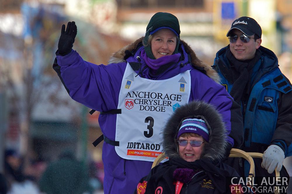 March 7th, 2009:  Anchorage, Alaska - The team of North Dakota's Mamcu Yoshida start their way down 4th Avenue to start the 2009 Iditarod.