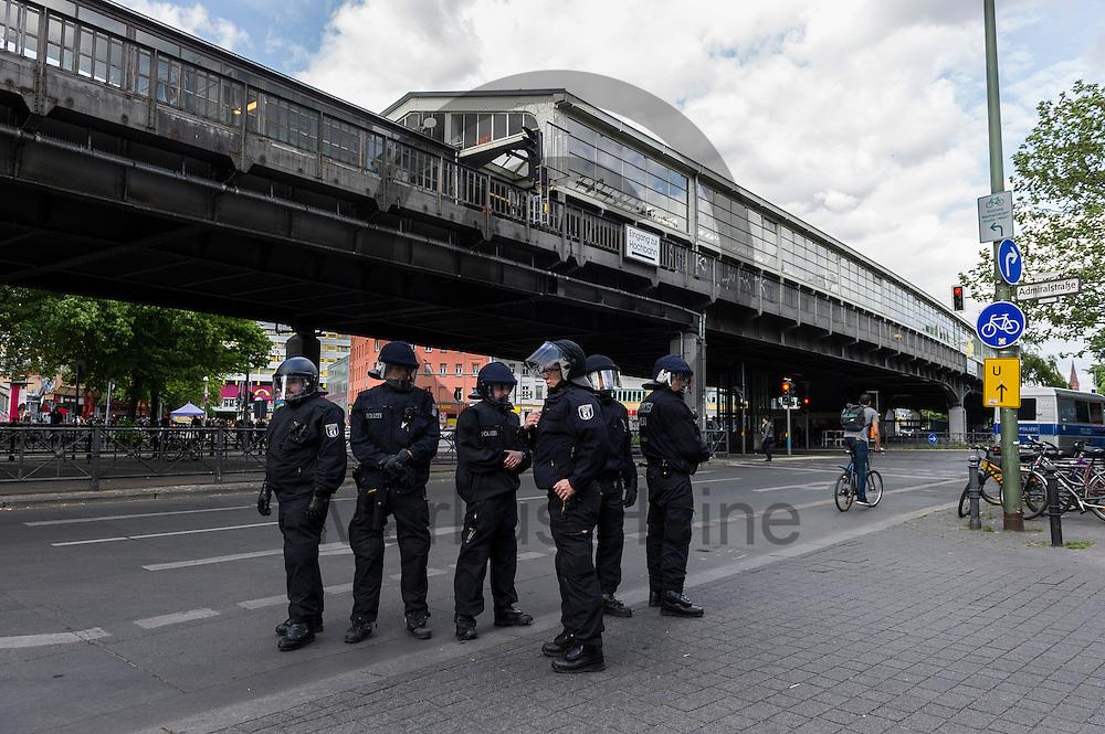 Polizisten stehen w&auml;hrend eines unangemeldeten Stra&szlig;enfestes in Solidarit&auml;t mit Nordkurdistan und bedrohten Berliner Projekten am 16.05.2016 in Berlin, Deutschland am Kottbusser Tor. Ca 80 Menschen zeigten bei dem Fest Solidarit&auml;t mit den Menschen in Nordkurdistan und bedrohte sozialen Projekten in Berlin. Die Polizei nahm mindestens sechs Demonstranten in Gewahrsam. Foto: Markus Heine / heineimaging<br /> <br /> ------------------------------<br /> <br /> Ver&ouml;ffentlichung nur mit Fotografennennung, sowie gegen Honorar und Belegexemplar.<br /> <br /> Bankverbindung:<br /> IBAN: DE65660908000004437497<br /> BIC CODE: GENODE61BBB<br /> Badische Beamten Bank Karlsruhe<br /> <br /> USt-IdNr: DE291853306<br /> <br /> Please note:<br /> All rights reserved! Don't publish without copyright!<br /> <br /> Stand: 05.2016<br /> <br /> ------------------------------w&auml;hrend eines unangemeldeten Stra&szlig;enfestes in Solidarit&auml;t mit Nordkurdistan und bedrohten Berliner Projekten am 16.05.2016 in Berlin, Deutschland. Ca 80 Menschen zeigten bei dem Fest Solidarit&auml;t mit den Menschen in Nordkurdistan und bedrohte sozialen Projekten in Berlin. Die Polizei nahm mindestens sechs Demonstranten in Gewahrsam. Foto: Markus Heine / heineimaging<br /> <br /> ------------------------------<br /> <br /> Ver&ouml;ffentlichung nur mit Fotografennennung, sowie gegen Honorar und Belegexemplar.<br /> <br /> Bankverbindung:<br /> IBAN: DE65660908000004437497<br /> BIC CODE: GENODE61BBB<br /> Badische Beamten Bank Karlsruhe<br /> <br /> USt-IdNr: DE291853306<br /> <br /> Please note:<br /> All rights reserved! Don't publish without copyright!<br /> <br /> Stand: 05.2016<br /> <br /> ------------------------------