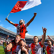 14-05-2017: Voetbal: Feyenoord v Heracles Almelo: Rotterdam<br /> <br /> (L-R)Feyenoord speler Tonny Vilhena op de schouders van Feyenoord speler Dirk Kuyt na afloop van het Eredivisie duel tussen Feyenoord en Heracles Almelo op 14 mei 2017 in stadion Feyenoord (de Kuip)<br /> <br /> Eredivisie - Seizoen 2016 / 2017<br /> <br /> Foto: Gertjan Kooij