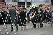 Dodenherdenking 2009 op de Dam in Amsterdam / commemoration of the dead 2009 in Amsterdam<br /> <br /> Op de foto / On the Photo: Queen Beatrix  and Prince Willem Alexander