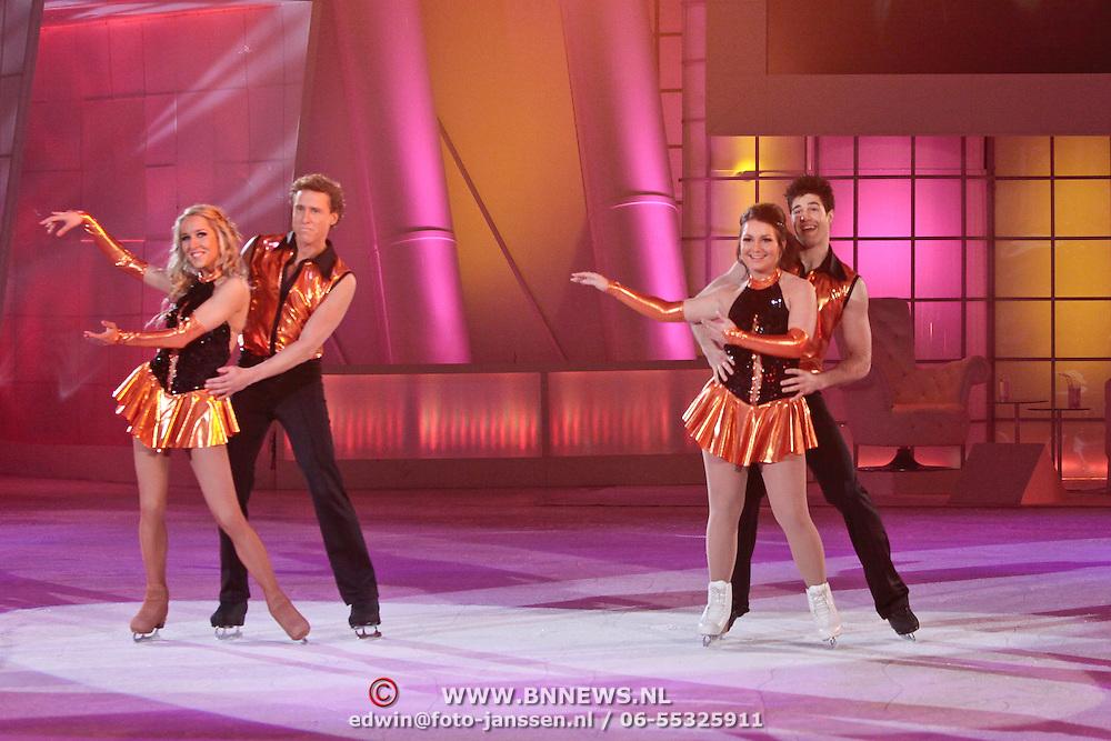 NLD/Hilversum/20110311 - Sterren Dansen op het IJs show 7, Sienenke Peeters en Ryan Gutzmer dansen samen hun kuur met Michael Boogerd en Darya Nucci