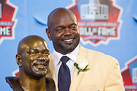 07 August 2010: Former Dallas Cowboys running back Emmitt Smith stands with his hall of fame bust at his enshrinement ceremony at the Pro Football Hall of Fame in Canton, Ohio.