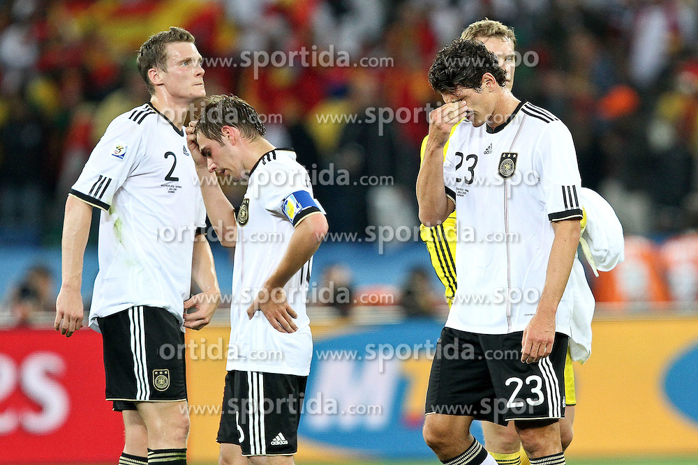07.07.2010, Moses Mabhida Stadium, Durban, SOUTH AFRICA, Deutschland ( GER ) vs Spanien ( ESP ) im Bild Marcell Jansen ( Hamburger SV #02 ) Philipp Lahm ( FC Bayern Muenchen #16 ) Mario Gomez ( FC Bayern Muenchen #23 ) Manuel Neuer ( FC Schalke 04 #01 )  is consoled after the final whistle ( Assistenz Trainer - GER ) Foto ©  nph /  Kokenge / SPORTIDA PHOTO AGENCY