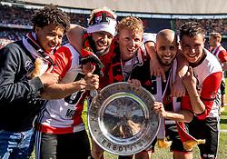 14-05-2017 NED: Kampioenswedstrijd Feyenoord - Heracles Almelo, Rotterdam<br /> In een uitverkochte Kuip pakt Feyenoord met een 3-0 overwinning het landskampioenschap / Dirk Kuyt #7, Karim El Ahmadi #8, Tonny Vilhena #10, Steven Berghuis #19
