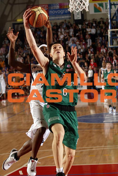 DESCRIZIONE : Biella Lega A1 2007-08 Angelico Biella Montepaschi Siena<br /> GIOCATORE : Vlado Ilievski<br /> SQUADRA : Montepaschi Siena<br /> EVENTO : Campionato Lega A1 2007-2008 <br /> GARA : Angelico Biella Montepaschi Siena  <br /> DATA : 02/03/2008 <br /> CATEGORIA : Tiro<br /> SPORT : Pallacanestro <br /> AUTORE : Agenzia Ciamillo-Castoria/E.Pozzo <br /> Galleria : Lega Basket A1 2007-2008 <br /> Fotonotizia : Biella Campionato Italiano Lega A1 2007-2008 Angelico Biella Montepaschi Siena<br /> Predefinita :