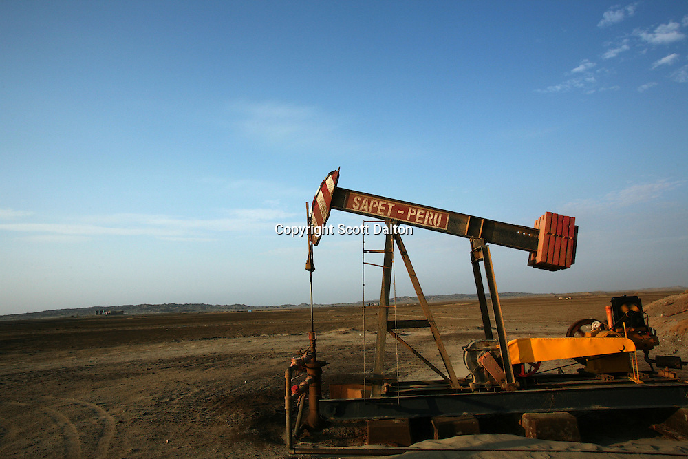A pumpjack, or pumping unit, belonging to the Chinese oil company SAPET, runs in a SAPET oil field in Talara, on Peru's northern coast, on November 8, 2007. (Photo/Scott Dalton)