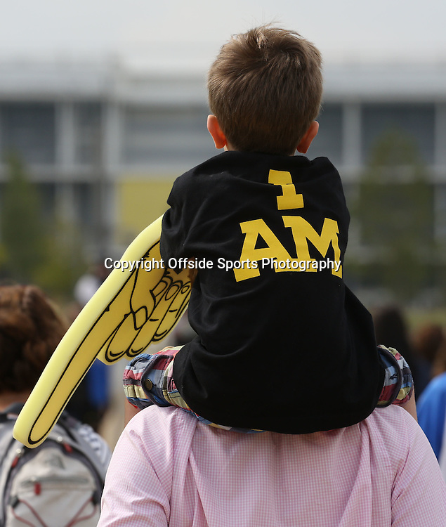 13 September 2014 - Invictus Games Day 3 - A young boy rests on his dads shoulders wearing an I AM t-shirt with a foam finger.<br /> <br /> Photo: Ryan Smyth/Offside
