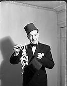 1952 - Albert Le Bas, magician